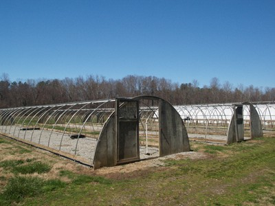 Overwintering quonset style structures without plastic