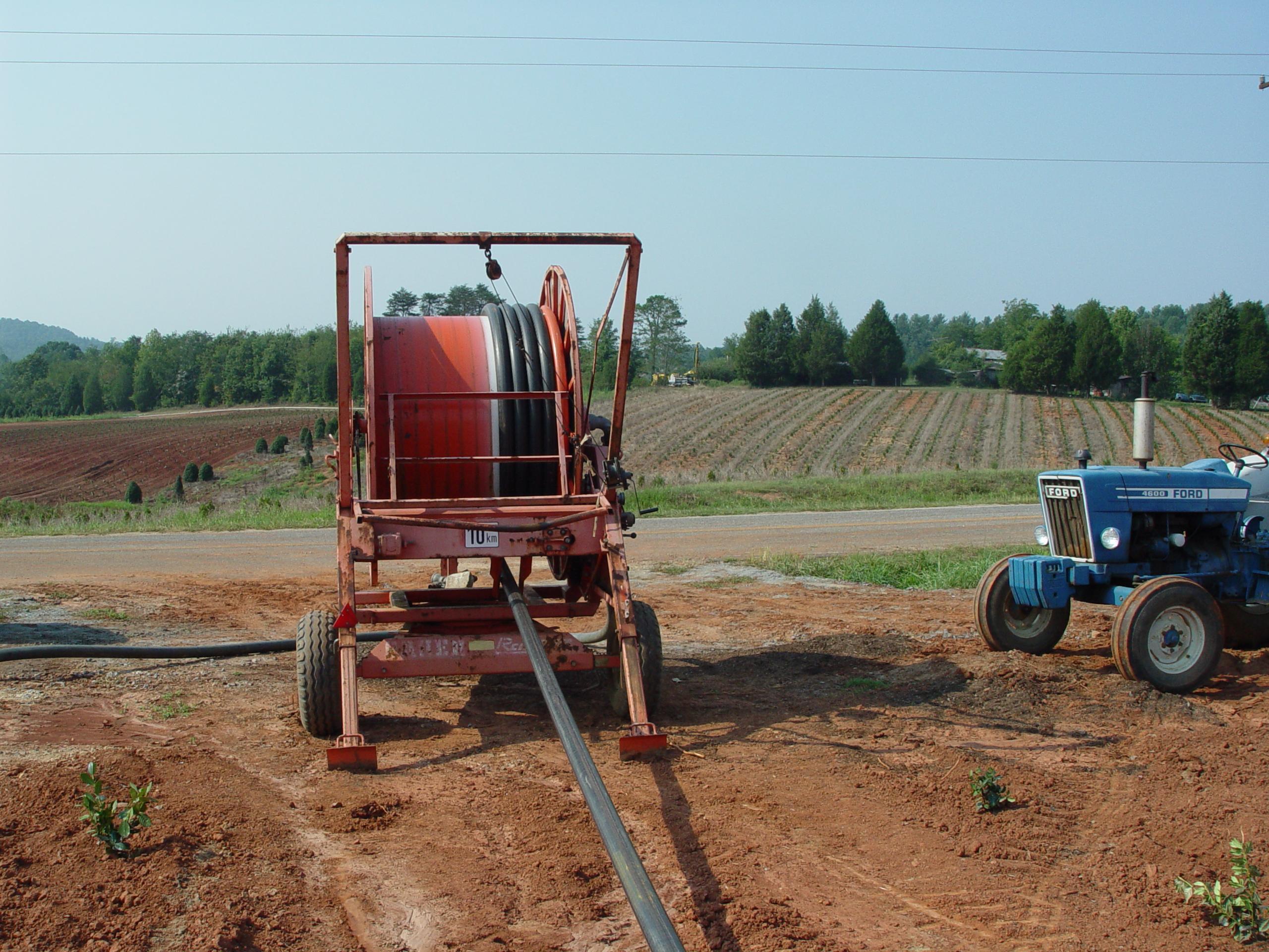Hose reel for field crops